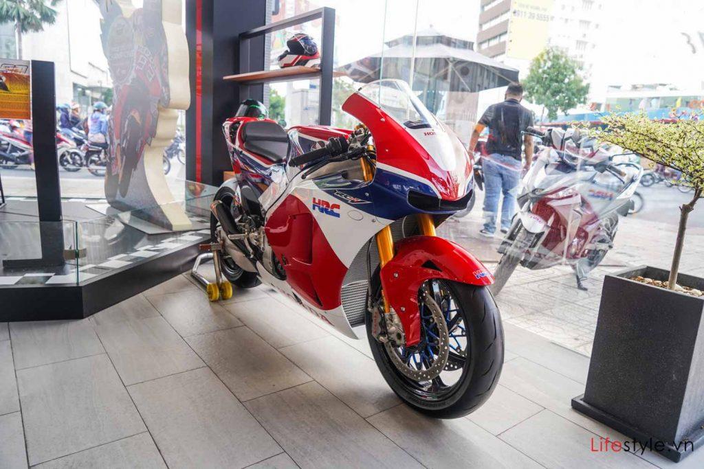 Ngắm siêu mô tô đường phố Honda RC213V-S ảnh 1