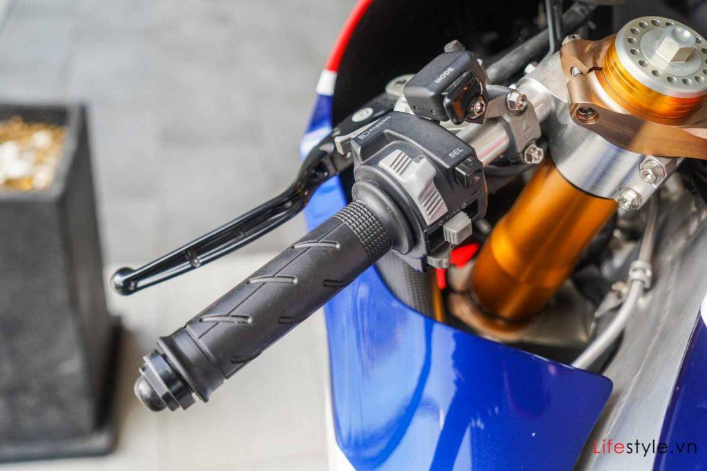 Ngắm siêu mô tô đường phố Honda RC213V-S ảnh 11