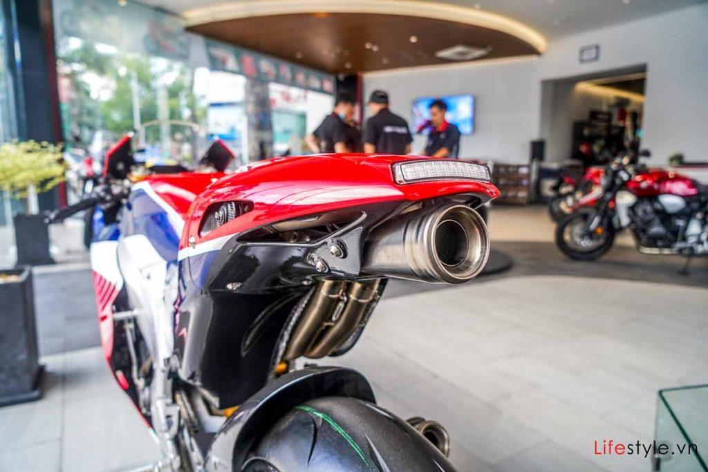 Ngắm siêu mô tô đường phố Honda RC213V-S ảnh 12