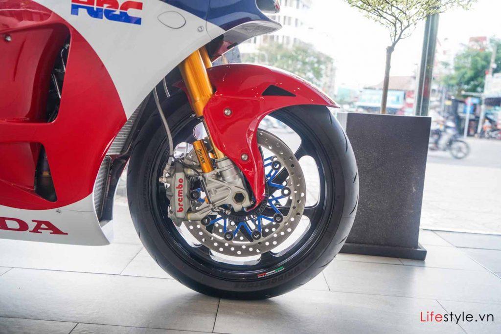 Ngắm siêu mô tô đường phố Honda RC213V-S ảnh 2