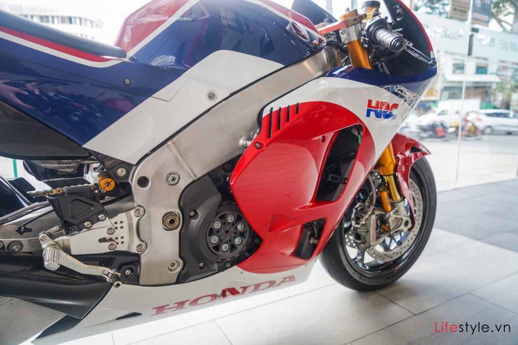 Ngắm siêu mô tô đường phố Honda RC213V-S ảnh 4