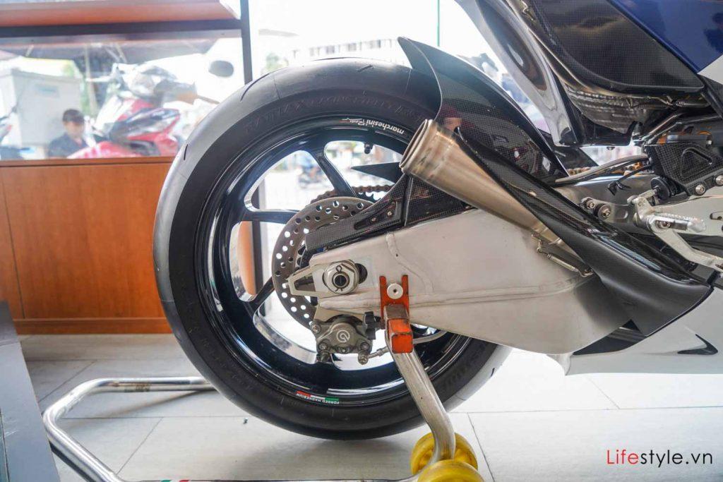 Ngắm siêu mô tô đường phố Honda RC213V-S ảnh 5