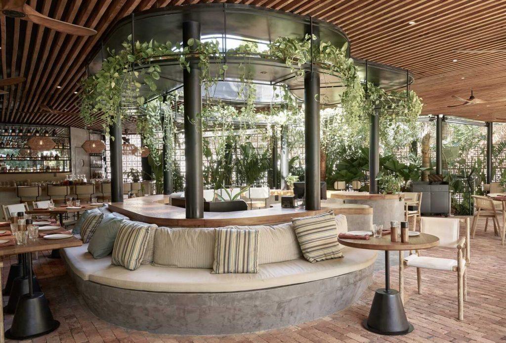 """Nhà hàng The Brix - Không gian """"ốc đảo"""" xanh độc đáo tại Sài Gòn ảnh 6"""