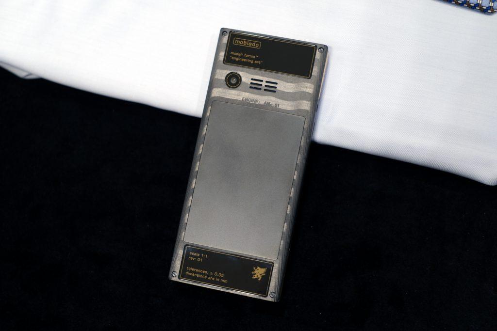 Mobiado Forma Sport - Điện thoại sở hữu khung vỏ siêu xe ảnh 10