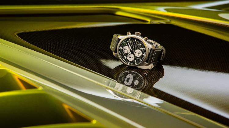Đồng hồ IWC Pilot's Watch Chronograph Edition AMG - Sự kết hợp giữa Mercedes AMG và IWC ảnh 7