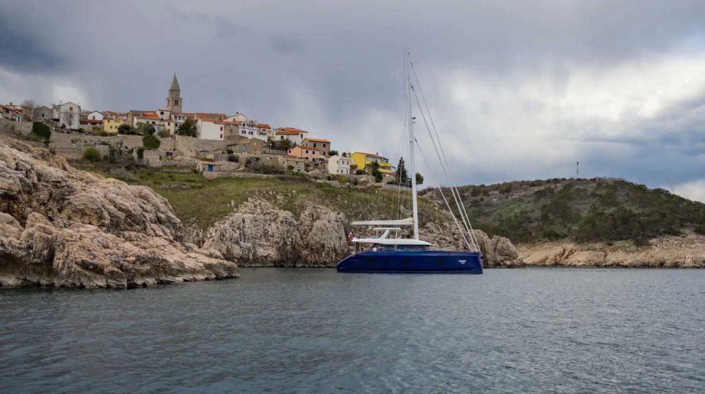 Du thuyền Fantastic Too 80 của Sunreef Yachts với thân Carbon ảnh 8