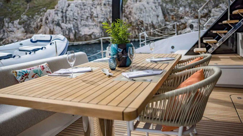Du thuyền Fantastic Too 80 của Sunreef Yachts với thân Carbon ảnh 9