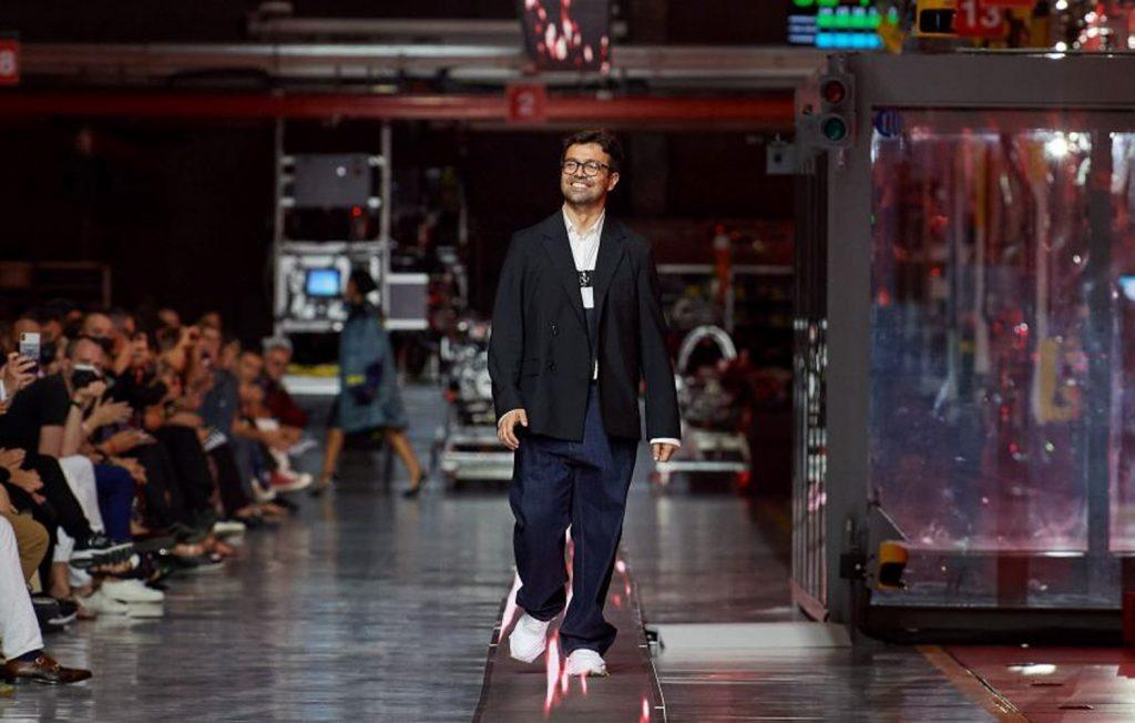 Bộ sưu tập thời trang cao cấp Ferrari đầu tiên trình diễn catwalk trên dây chuyền sản xuất tại Maranello ảnh 17