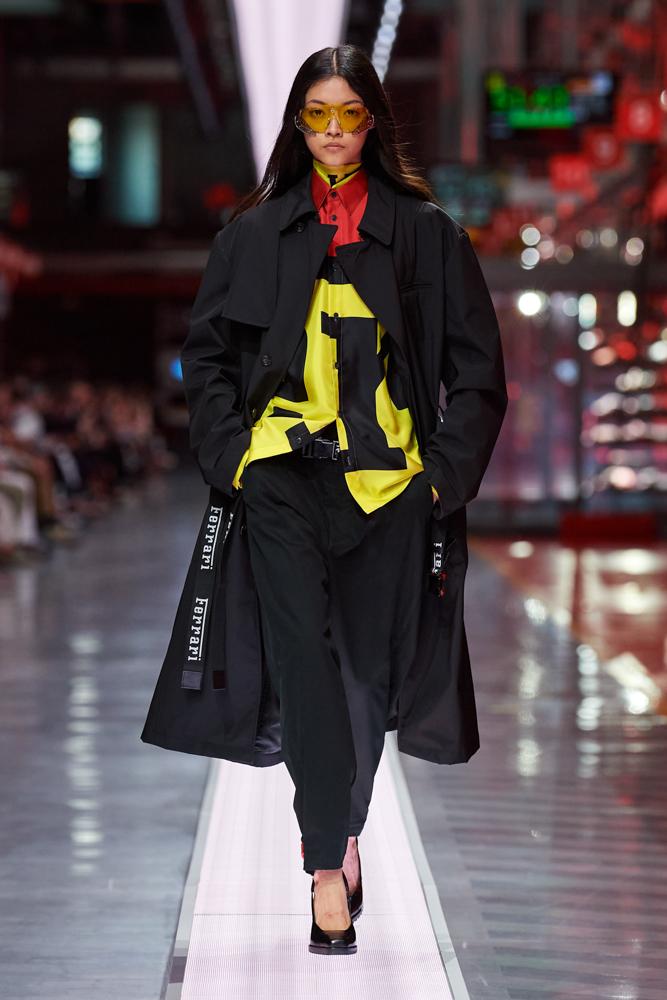 Bộ sưu tập thời trang cao cấp Ferrari đầu tiên trình diễn catwalk trên dây chuyền sản xuất tại Maranello ảnh 4