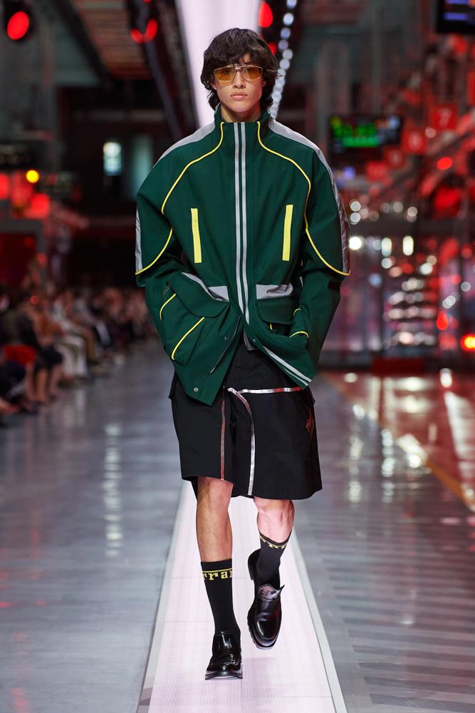 Bộ sưu tập thời trang cao cấp Ferrari đầu tiên trình diễn catwalk trên dây chuyền sản xuất tại Maranello ảnh 5