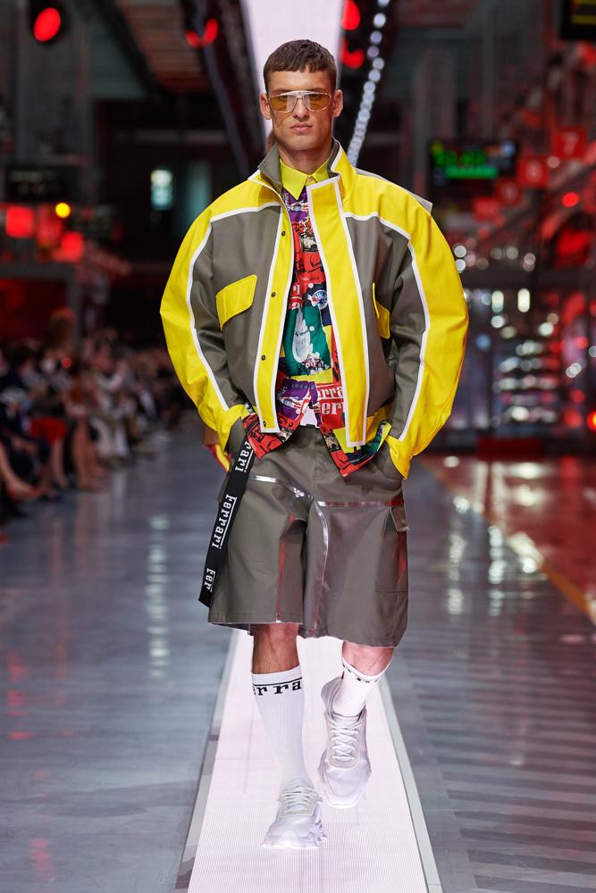 Bộ sưu tập thời trang cao cấp Ferrari đầu tiên trình diễn catwalk trên dây chuyền sản xuất tại Maranello ảnh 9