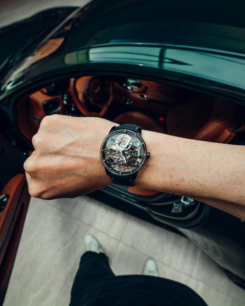Đồng hồ Aston Martin - Girard-Perregaux phiên bản giới hạn, giá gần 3,5 tỷ đồng ảnh 2