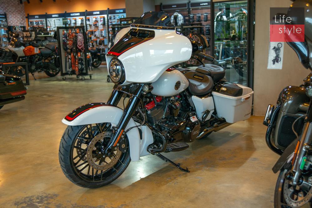Harley-Davidson CVO Street Glide 2021 đầu tiên về Việt Nam, giá 2 tỷ đồng ảnh 11