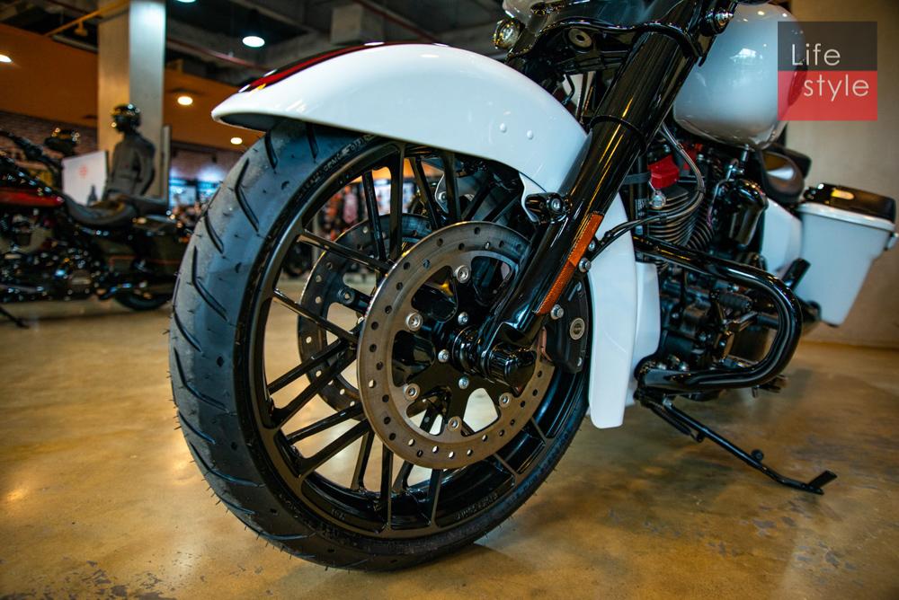Harley-Davidson CVO Street Glide 2021 đầu tiên về Việt Nam, giá 2 tỷ đồng ảnh 13