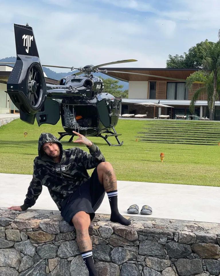 Chiếc trực thăng trị giá 15 triệu USD của Neymar đực thiết kế bởi Mercedes-Benz ảnh 1