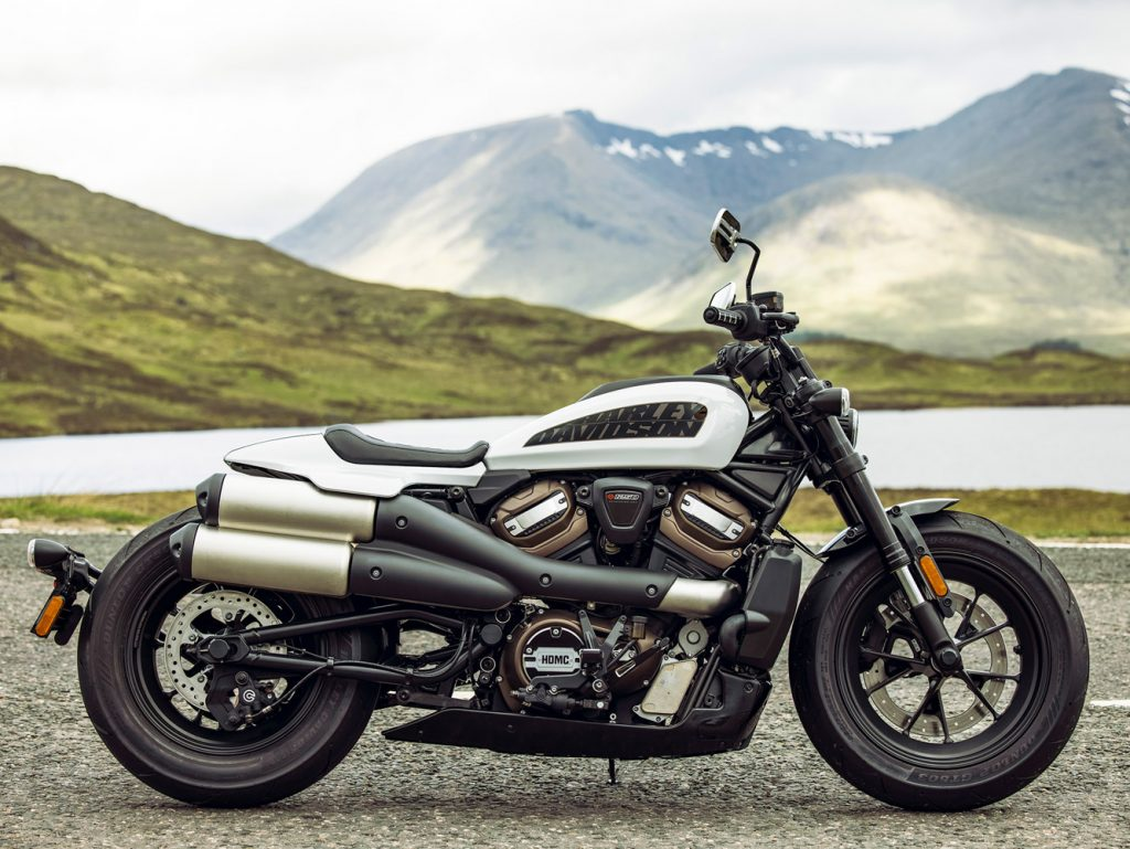 """Harley-Davidson Sporster S 2021 ra mắt, tân binh mang phong cách """"Quý ông lịch lãm"""" ảnh 1"""