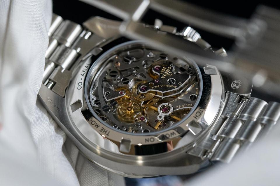 Tại sao Jeff Bezos đeo chiếc đồng hồ Omega Speedmaster Moonwatch khi bay vào vũ trụ ảnh 4