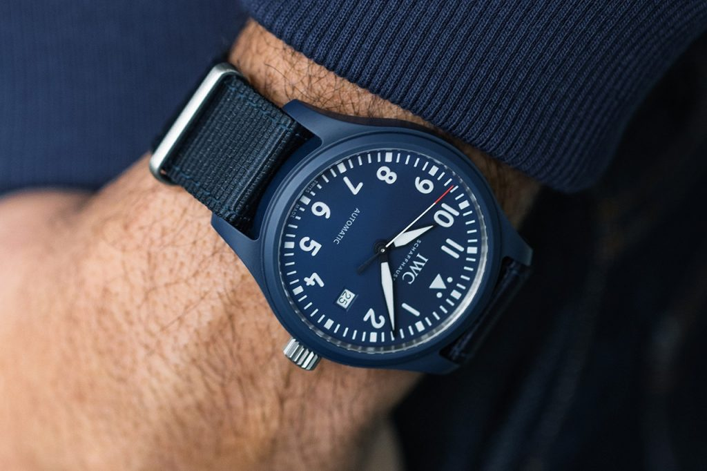 IWC ra mắt đồng hồ Pilots gốm màu xanh lam đầu tiên cho Laureus Sport for Good ảnh 1